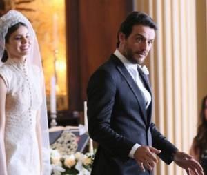 """Final """"Verdades Secretas"""": Alex (Rodrigo Lombardi) e Angel (Camila Queiroz) se casam em cenas inéditas!"""