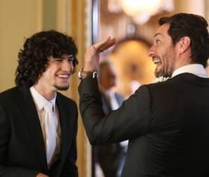 """Rivais em """"Verdades Secretas"""", Gabriel Leone e Rodrigo Lombardi se divertem nos bastidores"""