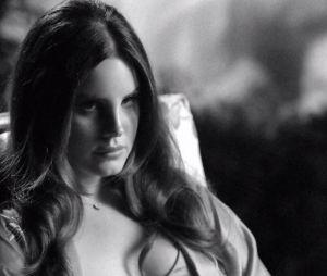 """Lana Del Rey lança clipe conceitual para a canção """"Music To Watch Boys To"""""""