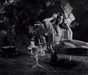 """Lana Del Rey libera clipe de """"Music To Watch Boys To"""", com direção de Kinga Burza"""