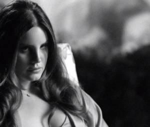 """Lana Del Rey no clipe de """"Music To Watch Boys To"""""""