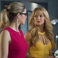 """Em """"Arrow: na 4ª temporada, Donna Smoak, mãe da Felicity, aparece em vários episódios!"""