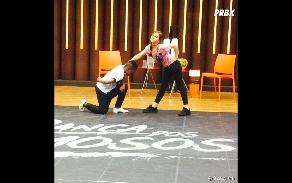 """Na """"Dancinha dos Famosos 2015"""": Mel Maia, de """"Além do Tempo"""", está muito animada para arrasar nos passos de dança ao lado de seu parceiro"""