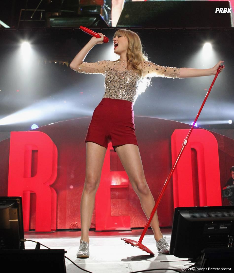 """A dona do hit """"Love Story"""" também comentou sobre as polêmicas de Miley Cyrus e Kanye West: """" Há espaço para os exemplos cometerem erros"""""""
