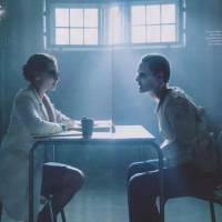 """De """"Esquadrão Suicida"""": Coringa (Jared Leto) aparece em sessão de terapia em nova foto divulgada!"""