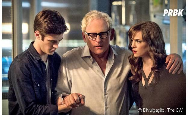 """Em """"The Flash"""": na segunda temporada, Dr. Stein (Victor Garber) é salvo por Barry (Grant Gustin) e sua equipe"""