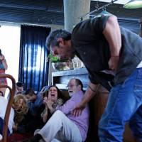 "Novela ""A Regra do Jogo"": Romero leva tiro ao tentar salvar Tóia de abuso sexual!"