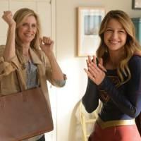 """Em """"Supergirl"""": na 1ª temporada, Kara recebe visita de mãe adotiva no quinto episódio!"""