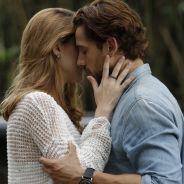 """Novela """"Além do Tempo"""": Lívia e Felipe se beijam e Melissa flagra clima entre o casal!"""
