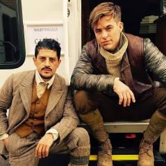 """De """"Mulher-Maravilha"""": Chris Pine aparece com ator de """"Lost"""" e """"Trapaça"""" em primeiras fotos do set"""