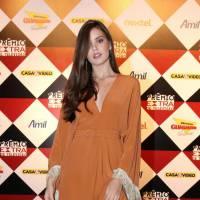 """Camila Queiroz, após """"Verdades Secretas"""", ganha como Atriz Revelação no Prêmio Extra de Televisão"""