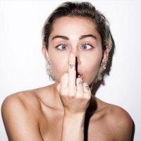 Miley Cyrus aparece nua em novas fotos polêmicas para a revista Candy! Veja cliques do ensaio
