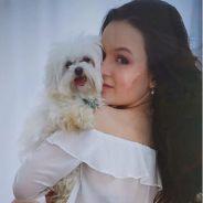 """Larissa Manoela desabafa no Instagram e lamenta morte de seu cachorro Juquinha: """"Vai em paz"""""""