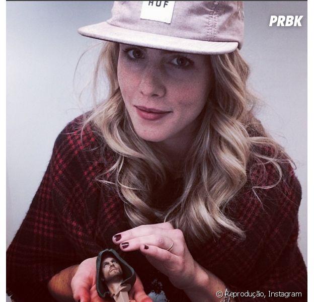 """Emily Bett Rickards, a Felicity de """"Arrow"""", e os melhores cliques da atriz no Instagram!"""