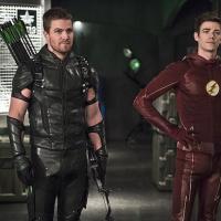 """Em """"Arrow"""" e """"The Flash"""": Oliver e Felicity continuam enfrentando conflitos no namoro em crossover!"""