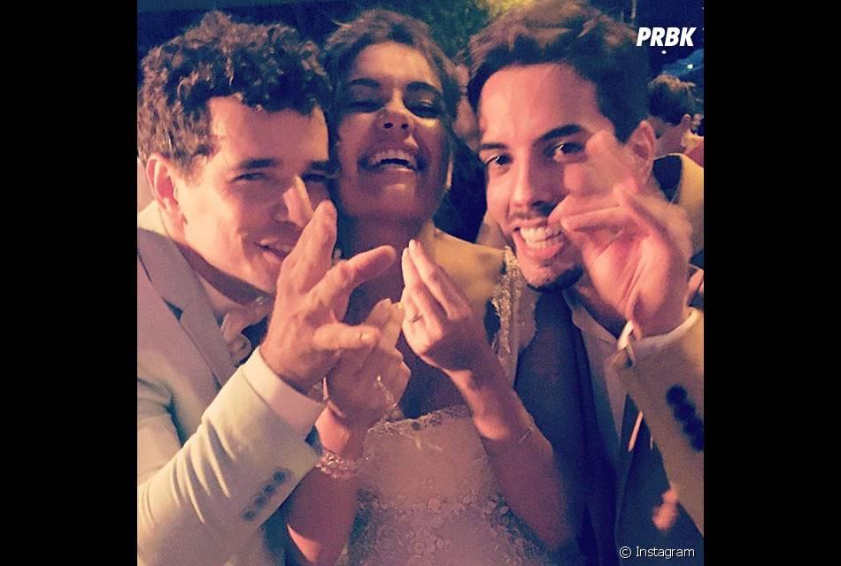Felipe de carolis também posou com os noivos Sophie Charlotte e Daniel de Oliveira