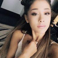 """Ariana Grande lança EP natalino recheado de hits de surpresa e fãs garantem: """"um presentão""""!"""