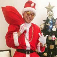 """MC Gui se veste de Papai Noel """"ostentação"""" e grava vídeo divertido para os fãs!"""