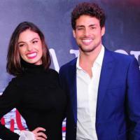 """Casal em """"Amores Roubados"""", Cauã Reymond e Isis Valverde estariam vivendo romance na vida real"""