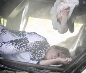 """Em """"Além do Tempo"""", Emília (Ana Beatriz Nogueira) sofre grave acidente de carro!"""