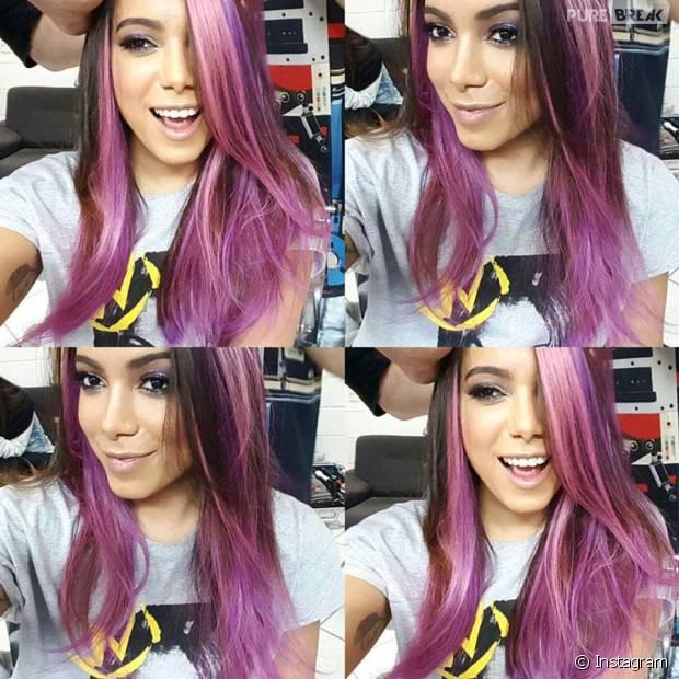 Anitta surge com visual novo e cabelo colorido nas redes sociais!