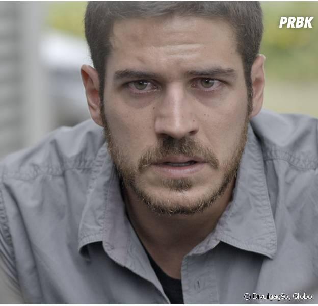 """Em """"A Regra do Jogo"""", Dante (Marco Pigossi) flagra Romero (Alexandre Nero) com bandidos da facção"""
