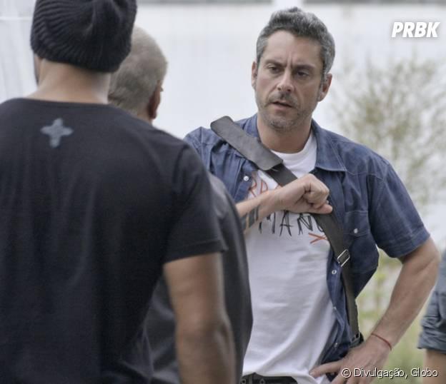 """Novela """"A Regra do Jogo"""": Romero (Alexandre Nero) é visto com Dante (Marco Pigossi) com bandidos da facção"""