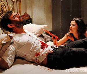 """Aline (Vanessa Giácomo) torturou seu comparsa Ninho (Juliano Cazarré)em""""Amor à Vida"""""""