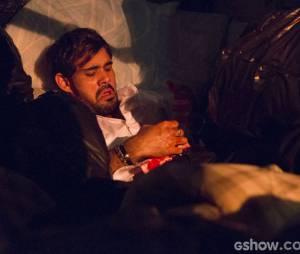 """Em """"Amor à Vida"""", Ninho (Juliano Cazarré) foi abandonado porAline (Vanessa Giácomo)"""