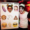 """Nina Dobrev comemorou aniversário com festa cheia de emojis: """"Uma das melhores noites da minha vida"""""""