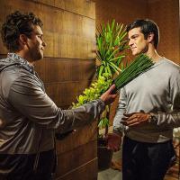 """Últimos capítulos de """"Amor à Vida"""": Félix se declara para Niko e passa a noite com ele!"""