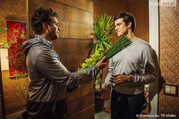 """Félix (Mateus Solano) vai se declarar para Niko (Thiago Fragoso) em """"Amor à Vida"""""""