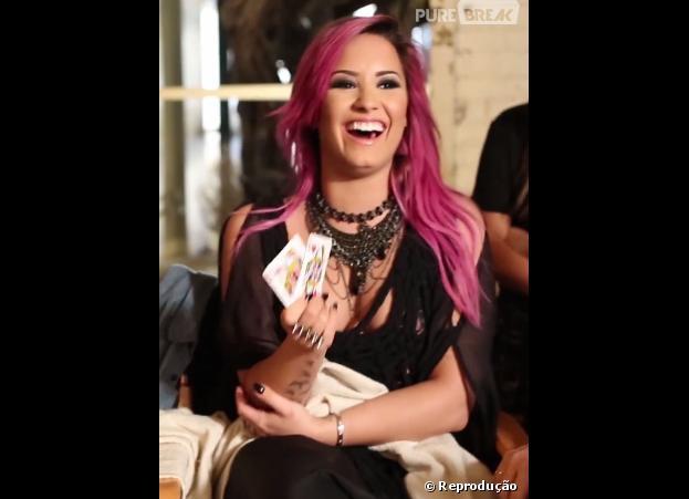 Demi Lovato agora está com as madeixas cor de rosa!