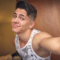 """Biel apaixonado? Astro do hit """"Química"""" publica foto com legenda romântica no Instagram e fãs piram!"""