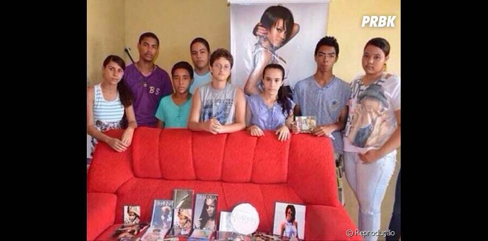 Rihanna publicou imagem da família de Tiago Sobral Valença com a coleção de produtos da cantora