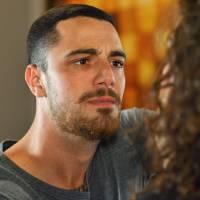 """Novela """"Malhação"""": Samurai (Felipe Titto) ameaça Ciça e faz pedido envolvendo Rodrigo!"""