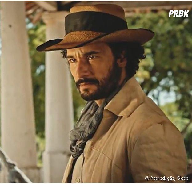 """Em """"Velho Chico"""", Afrânio (Rodrigo Santoro) resolve matar Santo (Renato Goés) para lavar honra de Tereza (Julia Dalavia), mas leva tiro no peito!"""