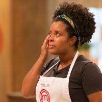 "Do ""MasterChef Brasil"": Hellen Cruz é a 1ª eliminada do reality da Band após errar feio na rabada!"