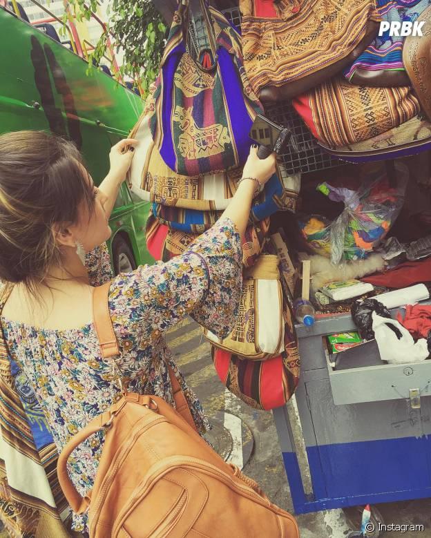 Kéfera aproveitou para fazer umas comprinhas durante sua viagem ao Peru com Gusta