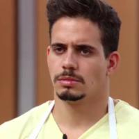 """Do """"MasterChef Brasil"""": Victor falha em reproduzir receita japonesa e é eliminado do programa!"""