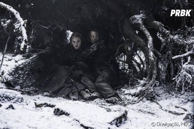 """Em """"Game of Thrones"""": na 6ª temporada, Sansa (Sophie Turner) e Theon (Alfie Allen) conseguem terminar percurso de lado congelado"""