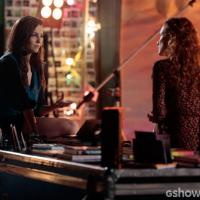 """Na novela """"Em Família"""": Clara e Cadu brigam e Marina pensa em desistir da amiga!"""