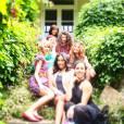 Taylor Swift, Lorde e amigas da cantora country, comemoram os 24 anos de Swift no Instagram