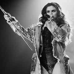 """Selena Gomez estreia sua """"Revival Tour"""" com música inédita na setlist! Veja fotos e vídeos do show"""