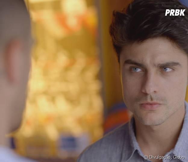 """Novela """"Malhação"""": Tito (Guilherme Leicam) escuta e apoia decisão de Samurai (Felipe Titto) sobre DNA"""