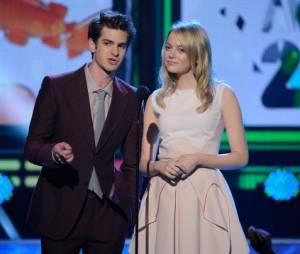 "No ""Annual Kids' Choice Awards"" 2012,Andrew Garfield e Emma Stone apresentam prêmio"