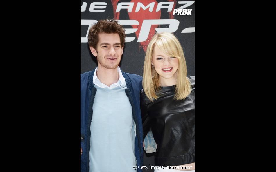 """Andrew Garfield e Emma Stone no lançamento de """"O Espetacular Homem-Aranha"""", em 2009"""