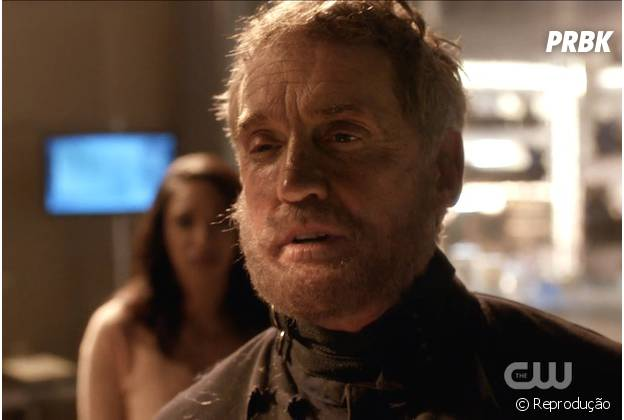 "Em ""The Flash"": Jay Garrick é o Homem da Máscara de Ferro e doppelganger de Henry Allen!"