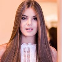 """Camila Queiroz, de """"Êta Mundo Bom!"""", vai no """"Mais Você"""" e fala sobre triângulo amoroso na novela!"""