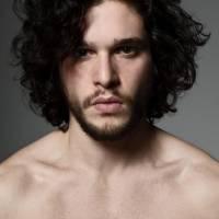 """De """"Game of Thrones"""", Kit Harington reclama de cenas de nudez na série: """"Eu não gosto disso"""""""